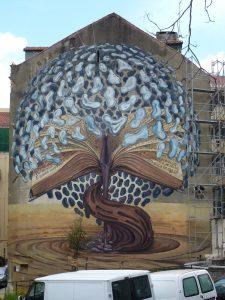 """Große Darstellung der Hausfassade """"mit Buch"""" Lissabon"""