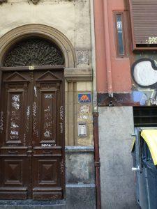 Space Invader in San Sebastian | Kachel auf Hauswand