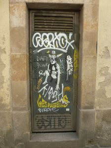 ... Mit Flügelhelm (im Gauloises-Style) | Stencil auf Tür in Barcelona