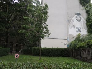 Fettes Paste Ups in Berlin mit QR Code