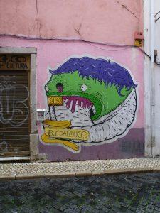 Graffiti als Aushängeschild für eine Apotheke in Lissabon