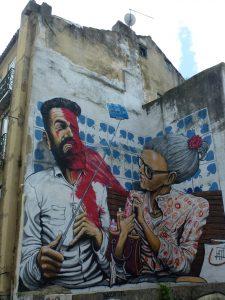 Missgeschick mit Selfie-Stick - Wandgemälde in Lissabon