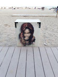 am Strand von Barcelona, Stencil von Guaté Mao