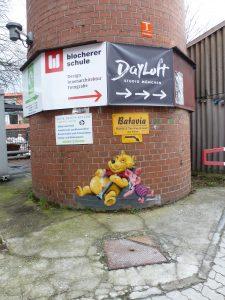 Winnie Pooh und Ferkel mit Bong und Tüte - von Zoom | Werksviertel-Mitte (dem ehemaligen Kunstpark-Gelände) | groß