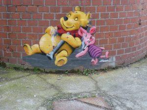 Winnie Pooh und Ferkel mit Bong und Tüte - von Zoom | Werksviertel-Mitte (dem ehemaligen Kunstpark-Gelände)
