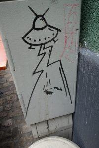 Edding (?) auf Stromkasten: UFO in der Reichenbachstraße / München.